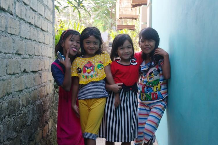 kinderen in kampung Makassar